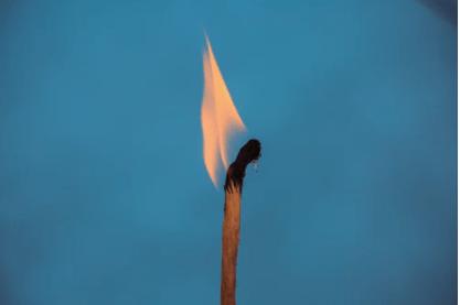 brandende lucifer schemer